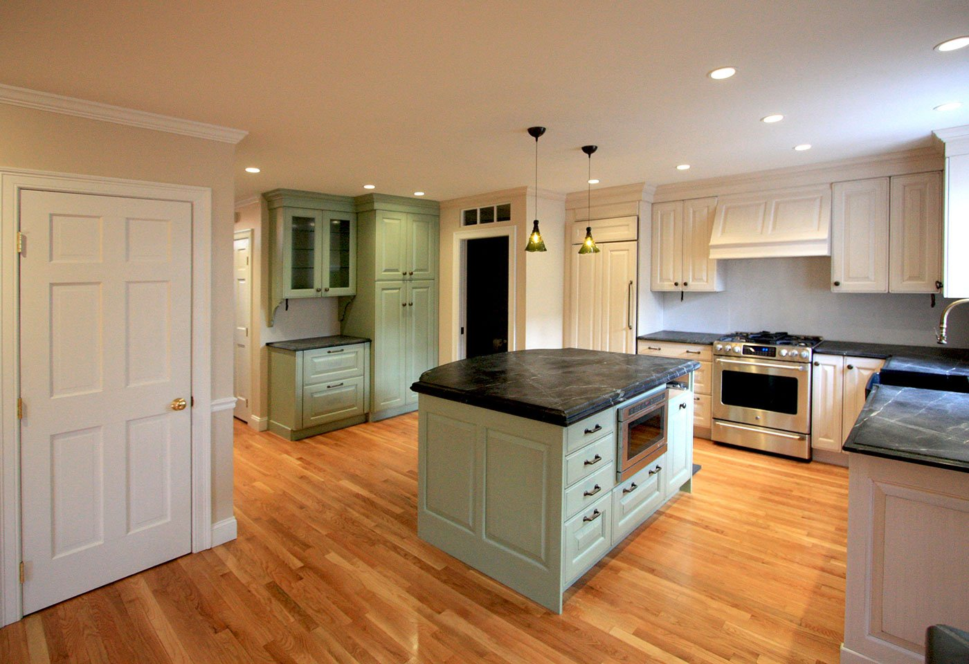 JPS Kahn open concept kitchen - living room